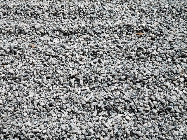 podlaha z jemných kamínků