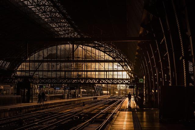 prázdné vlakové nádraží