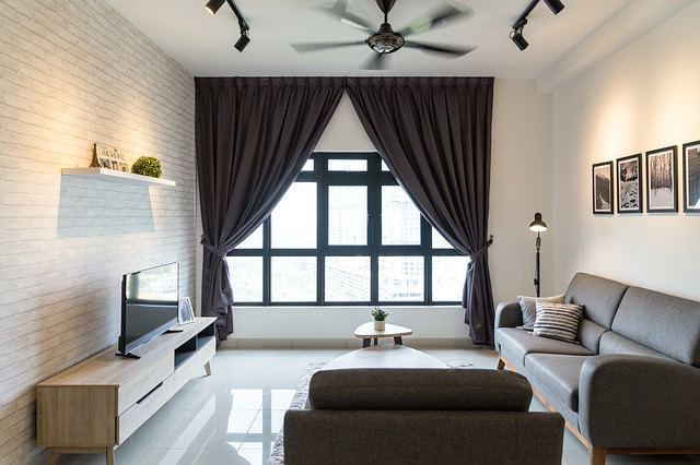 obývací pokoj se sedačkou, křesly, taburety