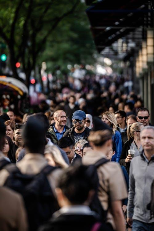 lidé dav